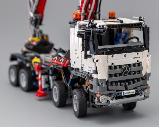 lego technic mercedes benz arocs 3245 lego 42043. Black Bedroom Furniture Sets. Home Design Ideas